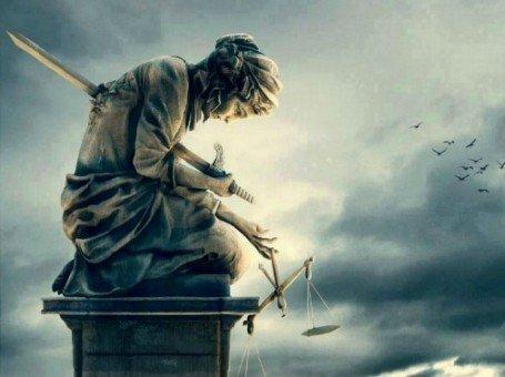 Οι ανώτεροι δικαστές συμβιβασμένοι με το Σύστημα, εκτελούν οι ίδιοι με χαρακίρι τη Δικαιοσύνη