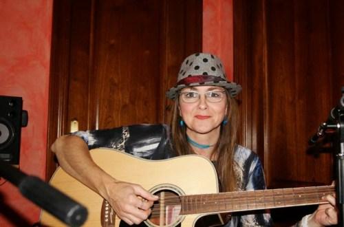 Tocando la guitarra