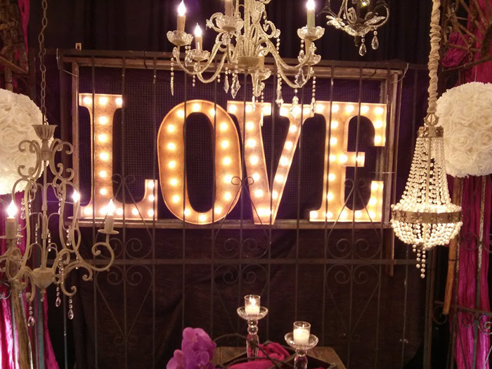 DIY Marquee Letters- evanandkatelyn.com