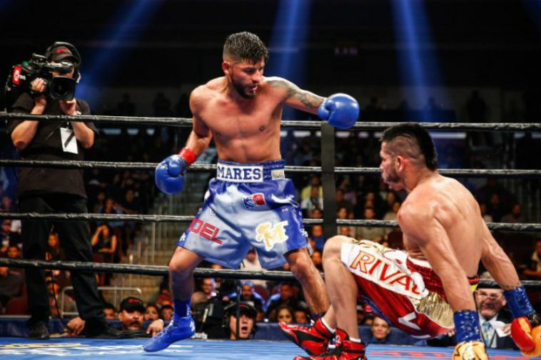 Abner Mares & Jesús Cuellar in the canvas (Showtime Boxing)