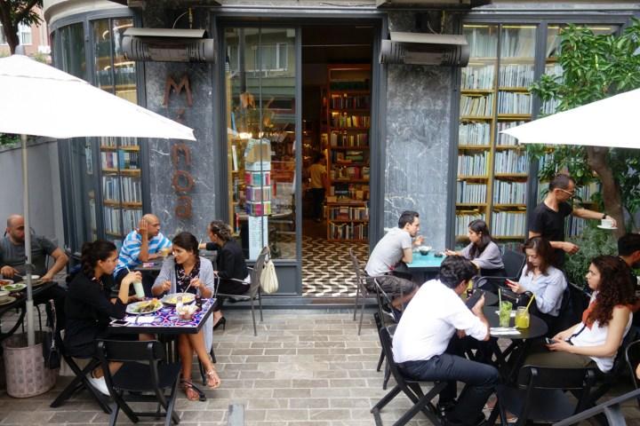 Minoa Cafe Bookstore Beşiktaş