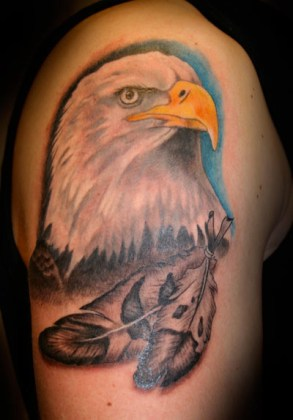 tattoo-shoulder-realistic-eagle