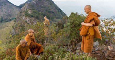 Trois moines bouddhistes ont changé la structure de l'eau en utilisant leur esprit dans une nouvelle étude