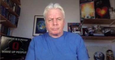 DAVID ICKE – «QAnon est une opération psychologique, une spy-ops – Réveillez-vous»
