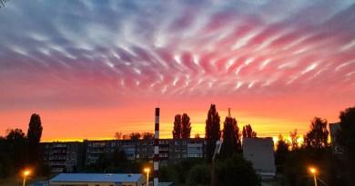 Des vagues d'énergies, des trains d'ondes, des nuages hachurés par des fréquences, le déploiement de la lumière