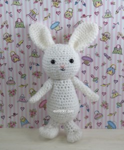 Free Holiday Crochet Amigurumi rabbit pattern