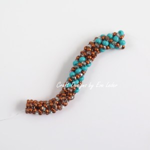 Chenille Stitch--This is a free beading tutorial on the chenille stitch and the twisted variation.