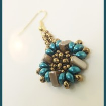 Multi-Hole Beads Earring Pattern--Free tutorial featuring two-hole beads and three hole beads.