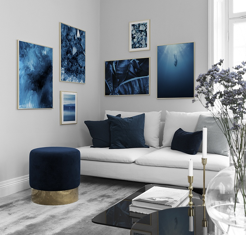 The artwork you put on your walls can make or break the space.Whether you want to create a statement in your living room or simply add some life to a blank wall, artwork is a fun way to express yourself and showcase your favourite pieces. Balance and symmetry are key to creating a collection that works.The possibilities are essentially endless when it comes to composition. But with some practice and a keen editorial eye, creating a stylish display of artwork wall is no trouble at all. Here are a few ideas to get you started: