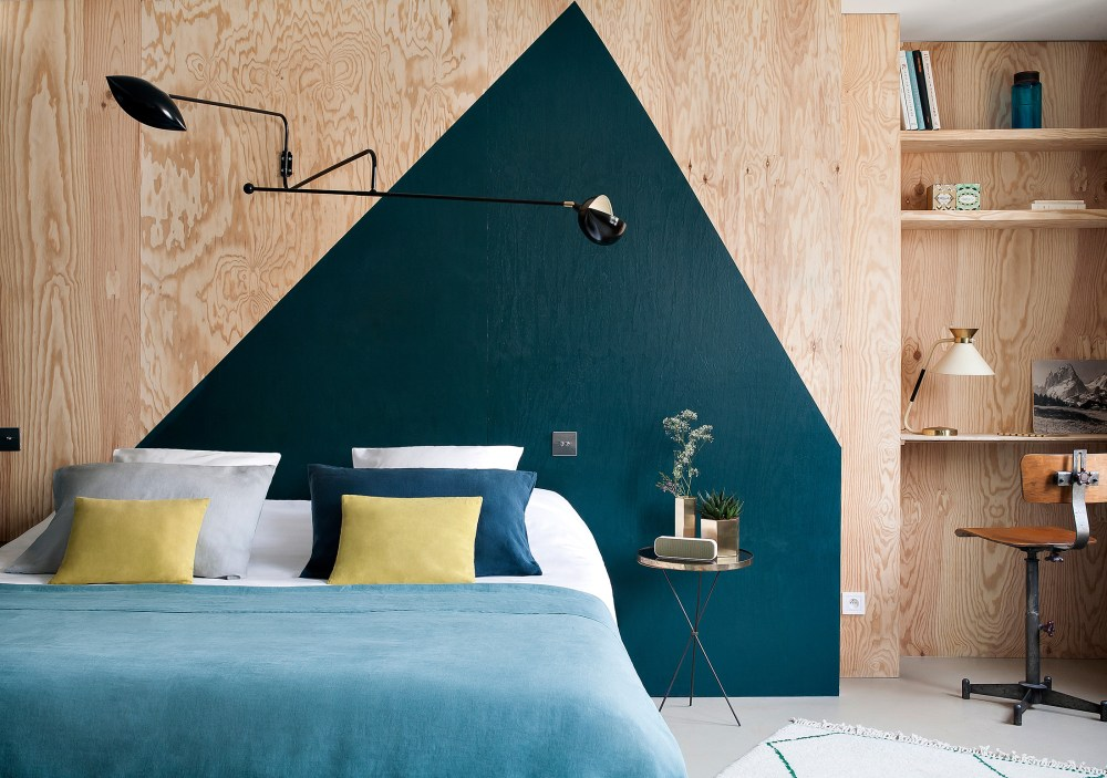 Hôtel Henriette features thirty two individually designed bedrooms to provide a constantly unfolding and fresh source of delight for their guests.The rooms include old furniture and materials alongside bold modern pieces, which creates elegance and originality.