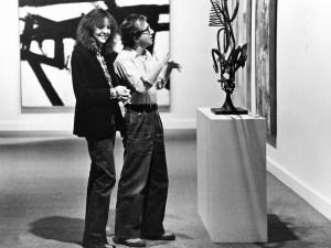 manhattan-1979-001-diane-keaton-woody-allen-inspect-sculpture-00m-jsa-1000x750