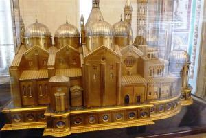model-Vatican-Museums