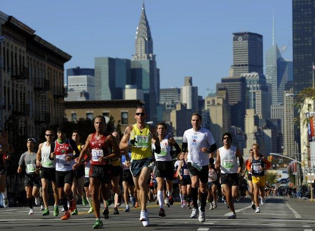 Runners make their way through Queens du