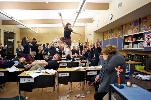 escuela-dancers-among-us