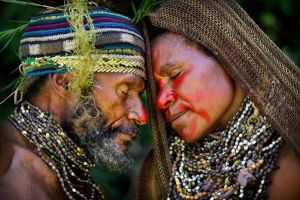 papua-new-guinea-couple-courtship_46250_600x450