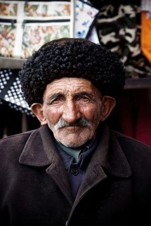 tajik-shopkeper-portrait_37891_600x450