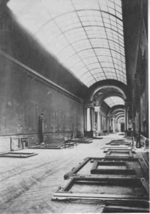 the-grande-galerie-louvre-empty-world-war-2
