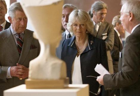 Prinz Charles und Camilla besuchen das Neue Museum