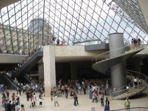 El-Museo-del-Louvre-imagenes