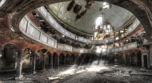 Niki-Feijen-UrBex-Abandoned-Buildings-Theatre1