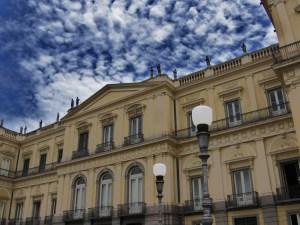 Fachada_do_Museu_Nacional_da_UFRJ_-_São_Cristóvão,_Rio_de_Janeiro