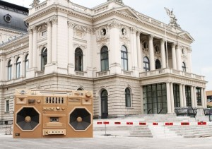Mini-Ghettoblaster-cardboard-boombox-for-Mini-Cooper-Promotion_5