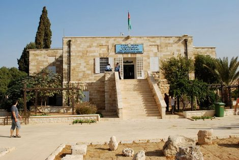 the-archaeological-museum-university-of-jordan-amman