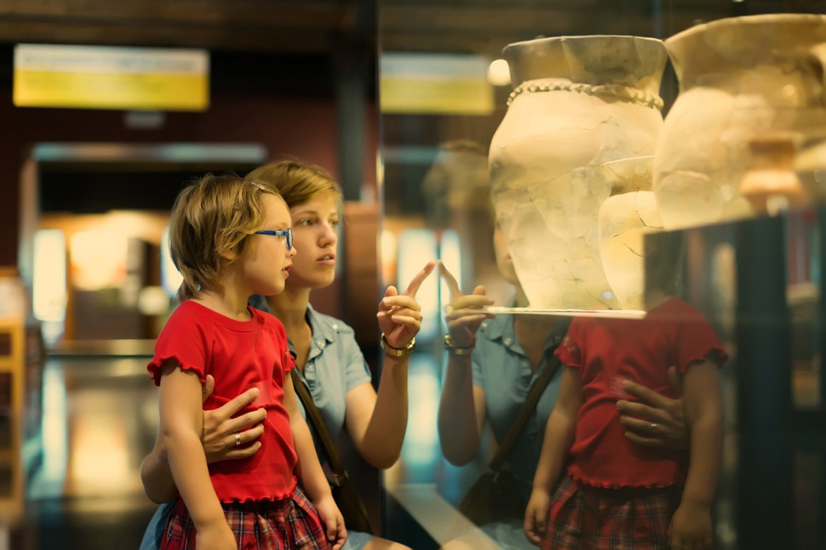 Influencias Sociales en la Experiencia del Museo