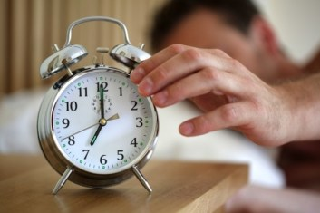 caspost.com-sleeping-man-alarm-clock-600x400