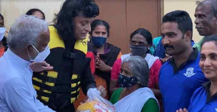 പ്രളയ ബാധിതർക്ക് സാന്ത്വനമേകി ബോബി ഫാൻസ്