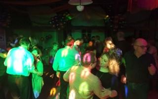 Silvestergala mit tanzwütigen Gästen - Silvesterparty mit DJane Tilly
