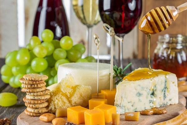 Cocktail thématique : fromages & vins