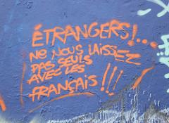 etrangers-ne-nous-laissez-pas-avec-les-français-bleu-et-orange