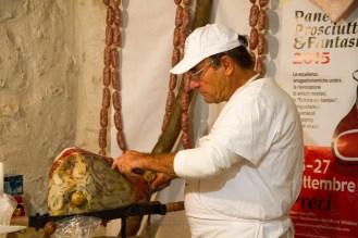 norcino taglia prosciutto a pane prosciutto e fantasia 2015_da_raw