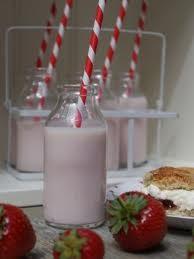 botellas-para-leche-zumos-decoracion-mesa-dulce