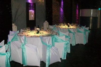 Mesas con Manteles Blanco y Verde Agua, una combinación especial ideal para eventos familiares, Bar Mitzvah, Bat Mitzvah, Cumpleaños y Aniversarios