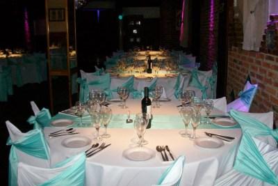 Mesas con Manteles Blanco y Verde Agua, una combinación especial ideal para eventos familiares, Bar Mitzvah, Bat Mitzvah, Comunion y Bautismo