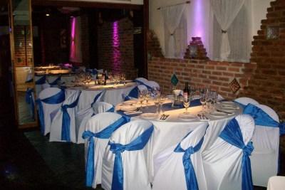 Mesas con Manteles en Blanco y Azul