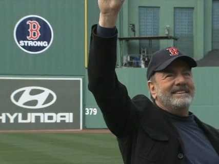 Neil Diamond Sings Sweet Caroline at Fenway Park