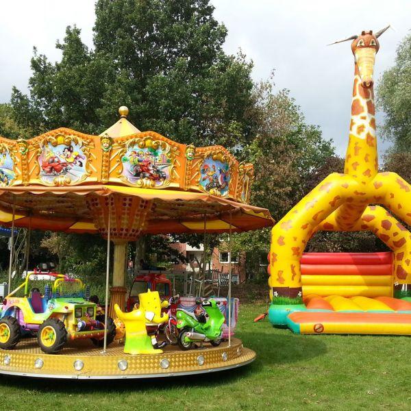 Hüpfburg Giraffe und Kinderkarussell