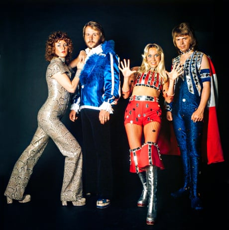 Abba dressed for stage 004