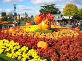 Halloweeenpynt i Disneyland