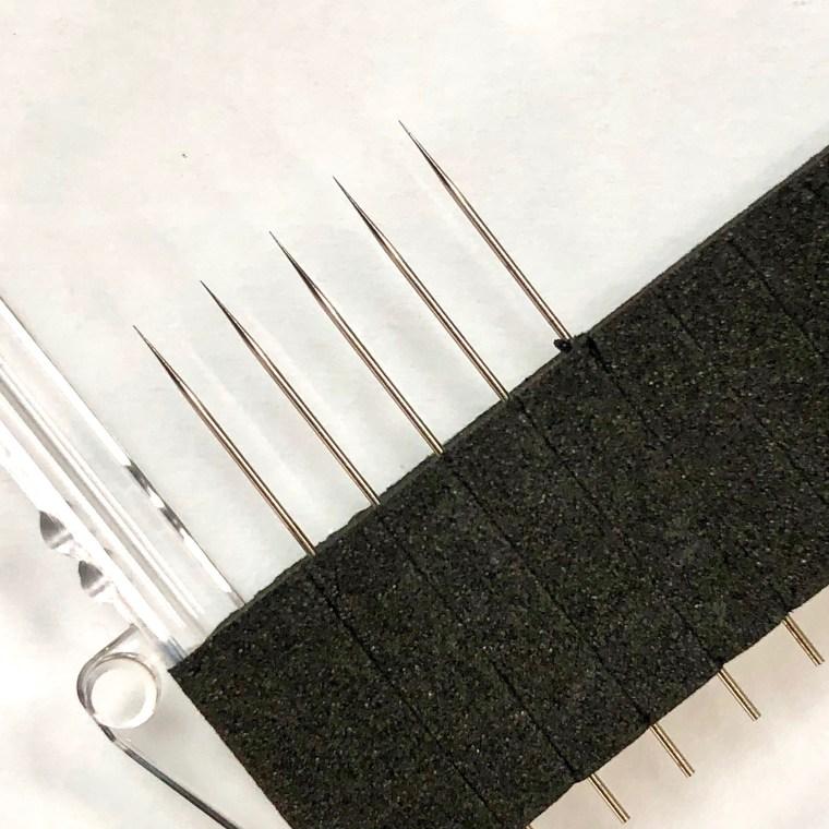 Tungsten probing tips of 5 µm diameter