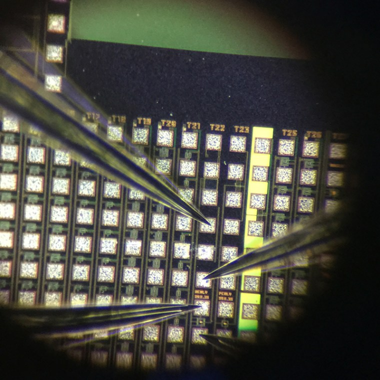 Probing view using Everbeing EB-6 probe station with 5 µm probe tips