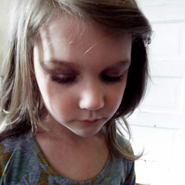 """Why I let my daughter wear makeup even though she's """"too young"""""""