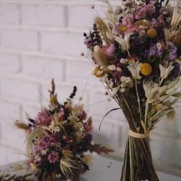 11 beautiful + creative dried flower crafts