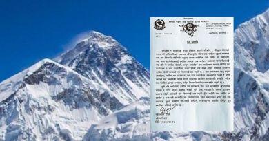Everest Black White npl
