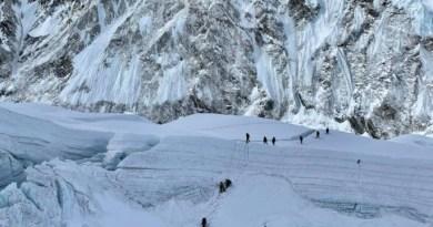Mountain professionals everest mountain
