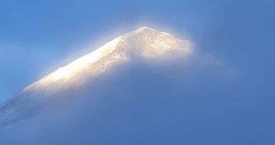 mount everest peak