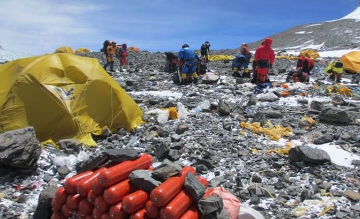 nepal oxygen cylinders everest